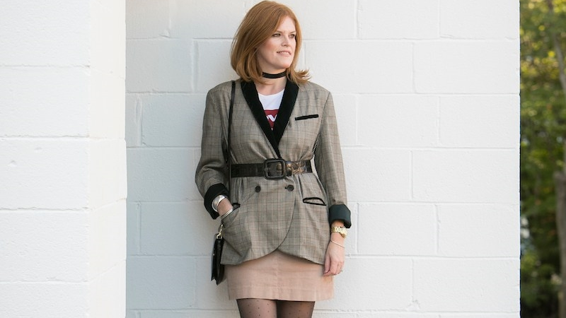 How to Style an Oversized Plaid Blazer the French Chic Way